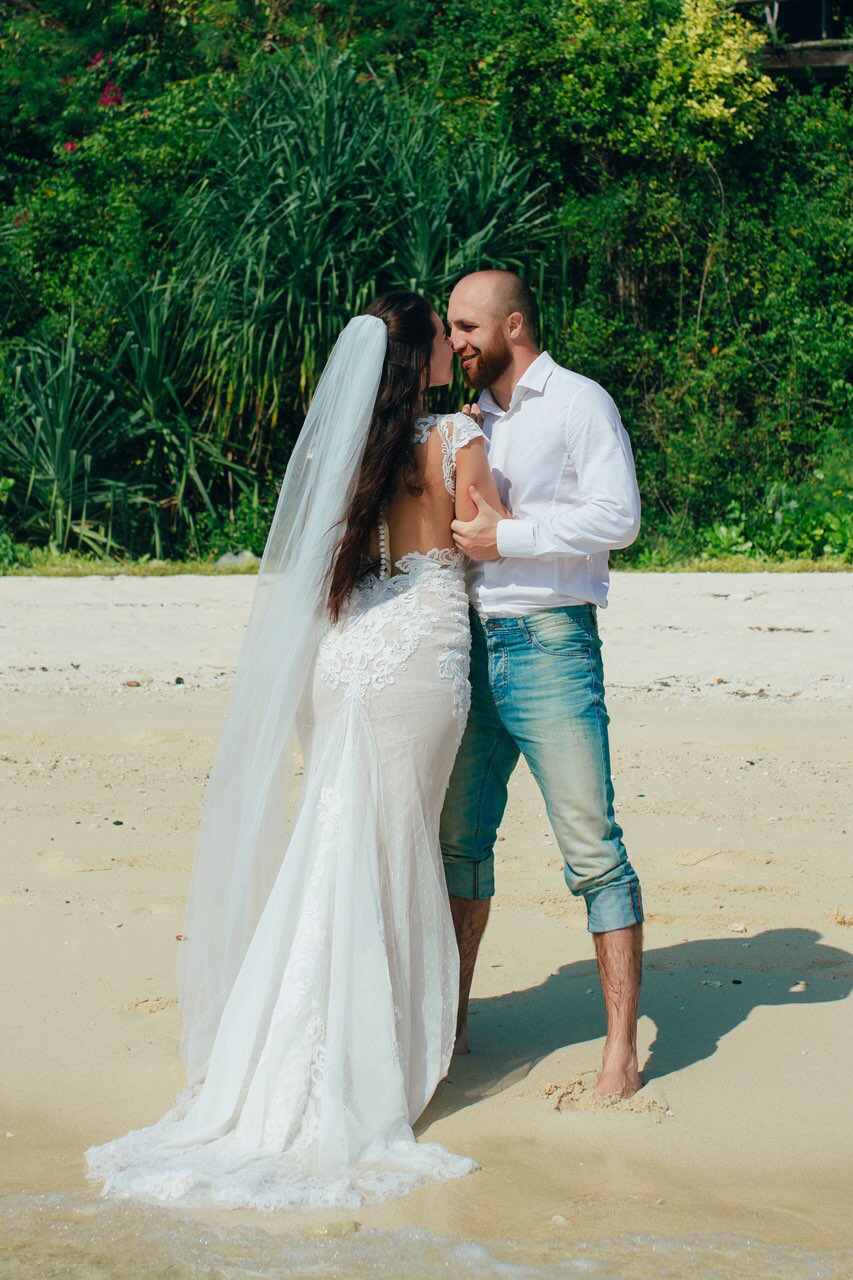 Wedding in the Tropics. Real Beverly Bride