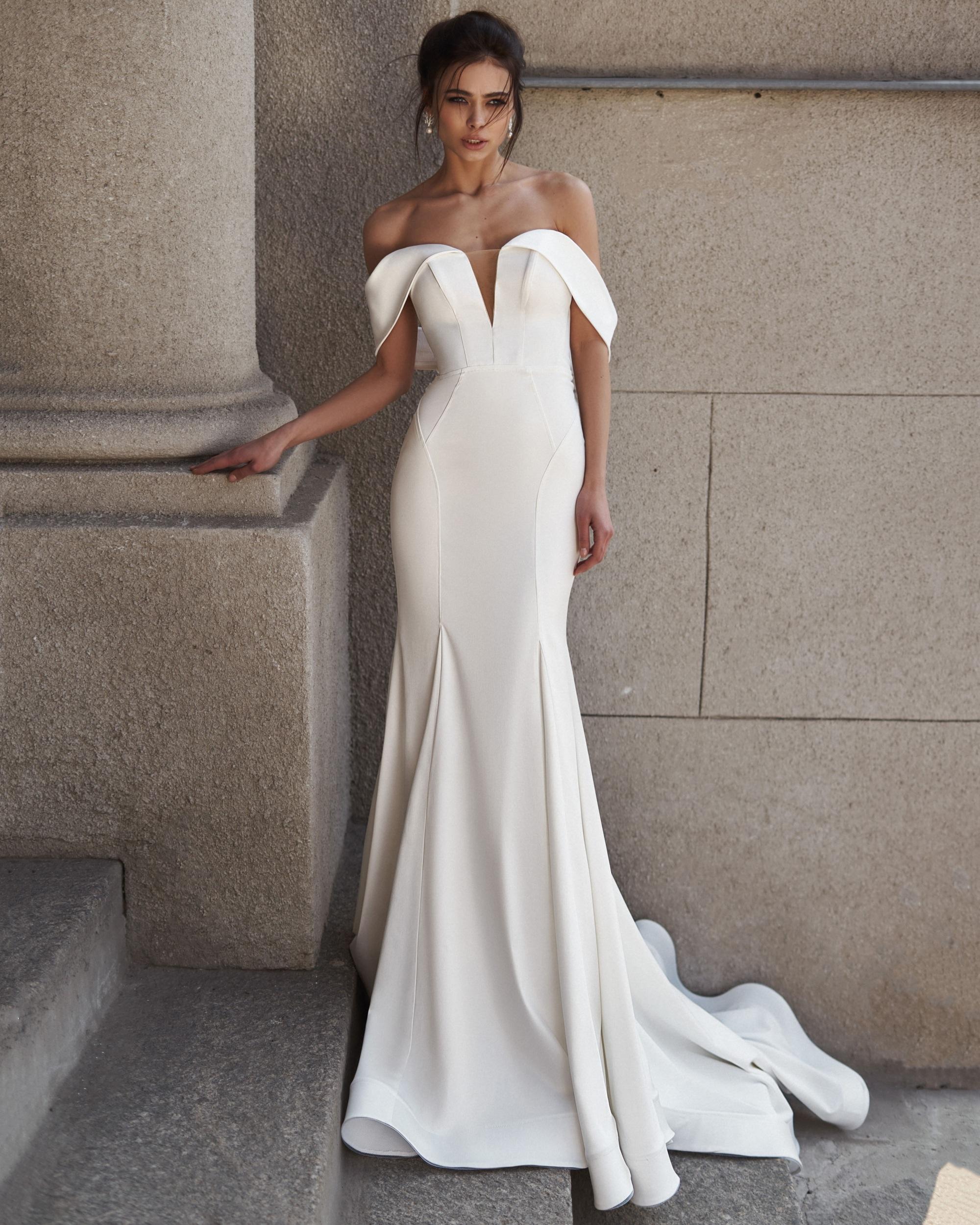 beverlybride_salon #Примерки #Свадебное платье в стиле Минимализм